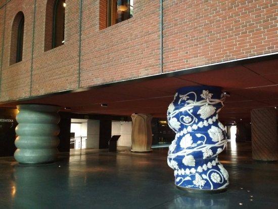 Azkuna Zentroa: Muestra de las columnas del hall.