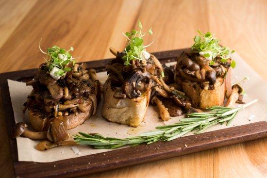 Geneva, Илинойс: SMALL PLATES:  Wild Mushroom Toast