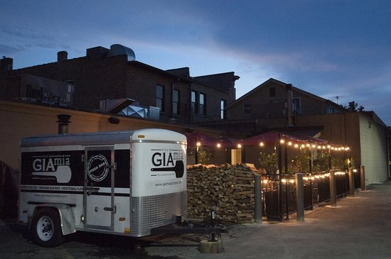 Geneva, IL: Mobile Brick Oven + Outdoor Patio