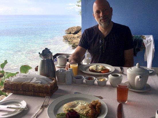 Jamaica Inn: Breakfast on the veranda was a wonderful way to start our days.