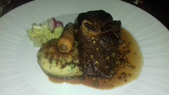 Abergavenny, UK: Fillet and short rib of beef