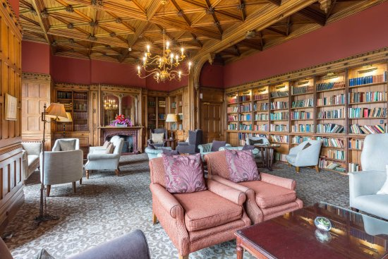 Nutfield Priory Hotel & Spa: Library
