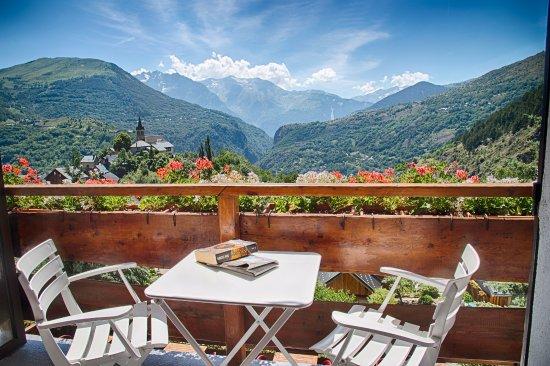 Le Panoramique : Vue d'un balcon d'une chambre
