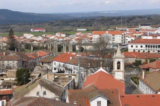 Panorámica da cidade de Trancoso vista da torre do castelo.