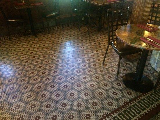 Quakertown, Pensilvanya: Check out the vintage tile floor!