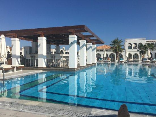 bar de la piscine picture of anemos luxury grand resort georgioupolis tripadvisor. Black Bedroom Furniture Sets. Home Design Ideas