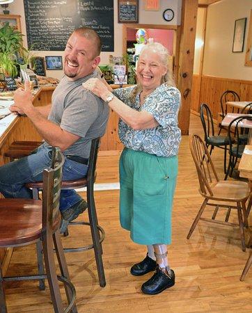 Main Street Cafe: Happy customers.