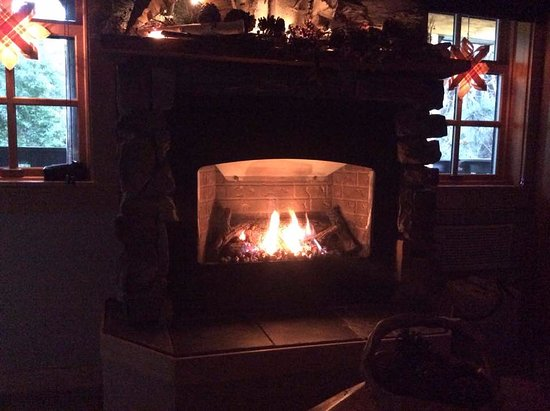 Scandanavian Escape : Gas fireplace in the Valhalla Suite.