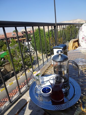 Mydonose Cafe & Bistro: Fresh apple tea with a view!