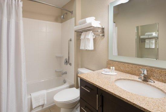 Vista, CA: Guestroom Bathroom