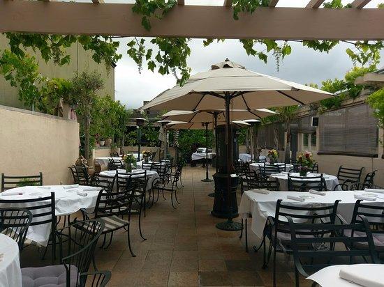 Menlo Park, Californië: Patio in the summer