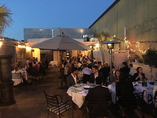 Trellis Restaurant: Night on the patio