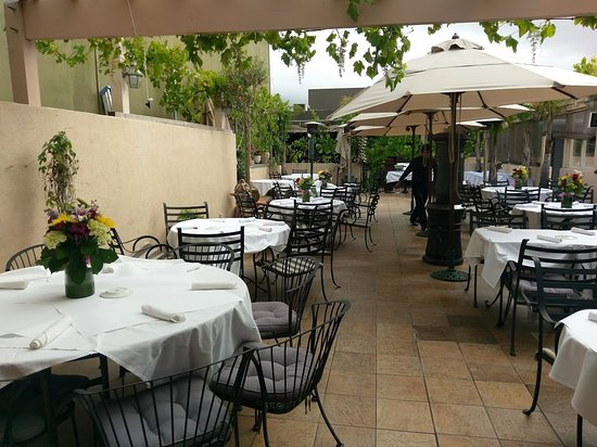 Trellis Restaurant: Serene patio