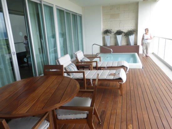 Grand Luxxe: balcony