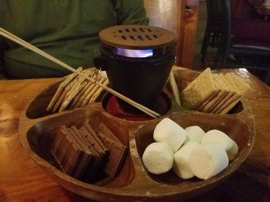 Plymouth, Нью-Гэмпшир: S'mores dessert platter
