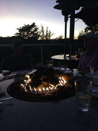 ‪‪Linwood's Bar and Grill - Chaminade Resort‬: Fire pit in the tale‬