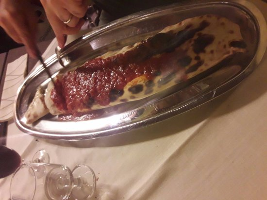 Carmignano, Italien: per chi con una pizza va un po corto.....