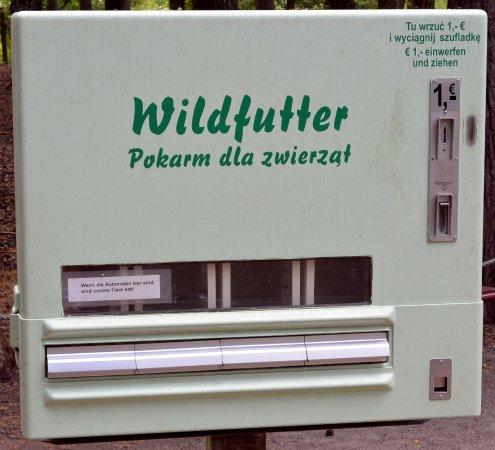 Ueckermunde, Germany: Można zdrowo karmić zwierzęta - karma pakowana w kartoniki!
