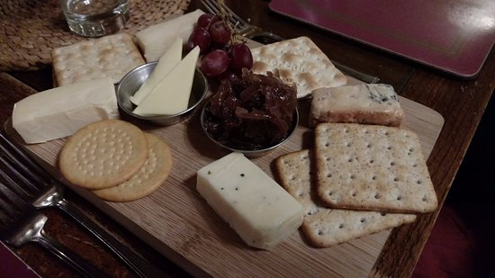 Grinton, UK: Cheeseboard - Looks Can Be Deceptive