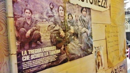 Colfiorito, Italien: Un ritaglio di giornale