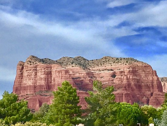 Days Inn by Wyndham Kokopelli Sedona: Courthouse View, ALSO from Picture Window in King Suite.