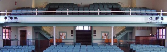 Walhalla, Carolina del Sur: There are 453 seats including 140 in the balcony & professional sound & lighting.