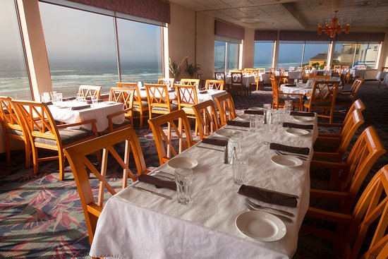 Shilo Restaurant: Delicious meals, friendly service and beautiful sunset views!