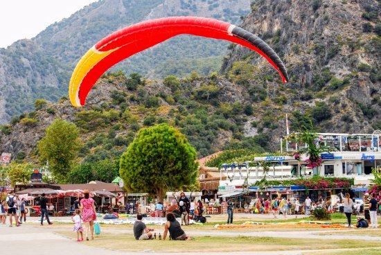 Tonoz Beach Hotel: Paragliding
