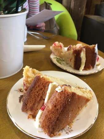 The Water Mill Tearooms: Scrummy cake!