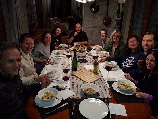 Prince Albert, Sudafrica: Our group enjoying dinner