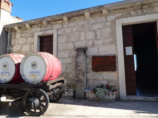 Smokvica, Kroatien: outside the Vinarija Toreta