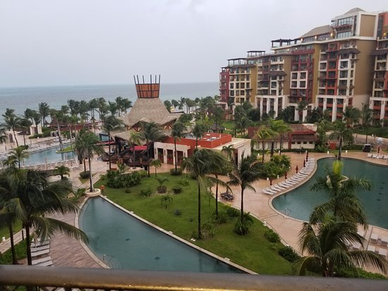 Villa del Palmar Cancun Beach Resort & Spa: It was overcast, but still felt like paradise. We absolutely loved our view.
