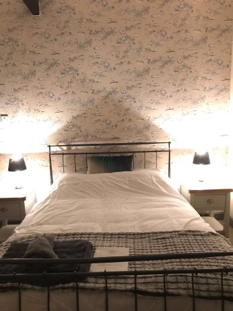 Timsbury, UK: The Bahamas ensuite family room with one double bed and a set of bunk beds.