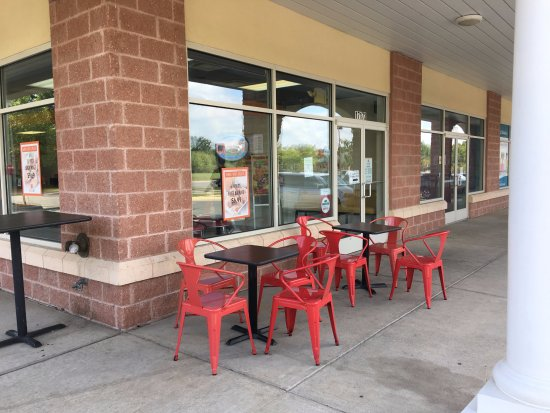 Dumfries, VA: Enjoy Outdoor seating