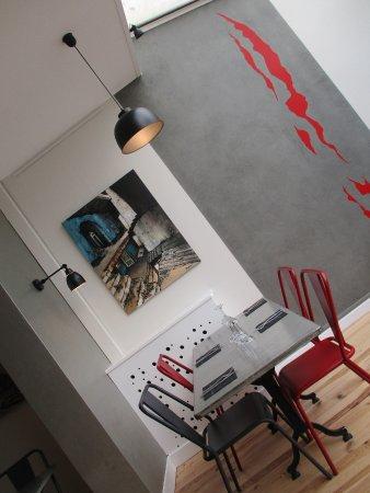 "La Reole, Frankrig: Exposition ""exploration urbaine"" de Marie Mignano"