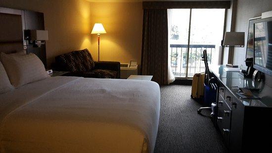holiday inn hotel suites vancouver downtown interieur hotelkamer 213 en buitenzijde hotel