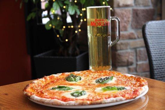 Papa Giuseppe's Pizza & Pints : Moretti Forni Stone Oven Margherita