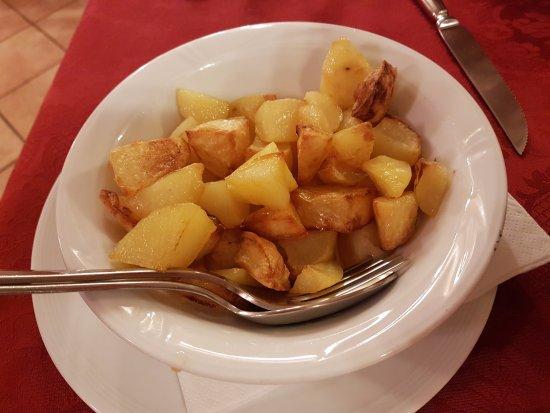 Issime, Italië: Patate al forno