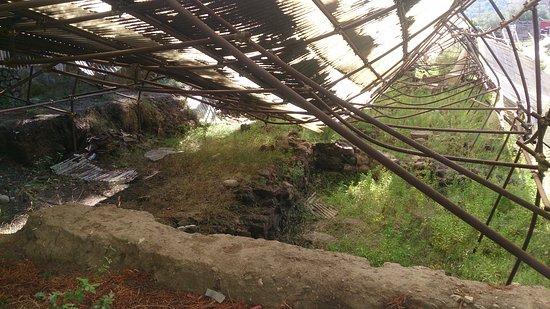 Francavilla di Sicilia, İtalya: Ødelagt vernebygg
