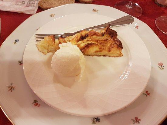 Issime, Italië: Frittata di mele con gelato