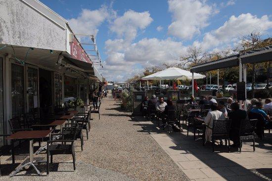 Il y a plein de restaurants picture of port de plaisance des minimes la rochelle tripadvisor - Restaurant port la rochelle ...