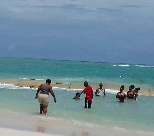 Sunscape Bavaro Beach Punta Cana Gente Vestida Y Con Faja