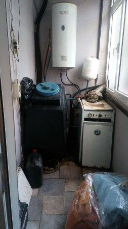 """Hotel Melissa Gold Coast: Die """"Abstellkammer"""" unseres sog. """"Appartements"""". Fürchterlicher Gestank im kompletten Zimmer!"""