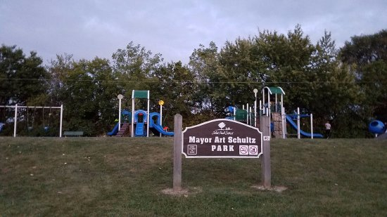 ‪Mayor Art Schultz Park‬