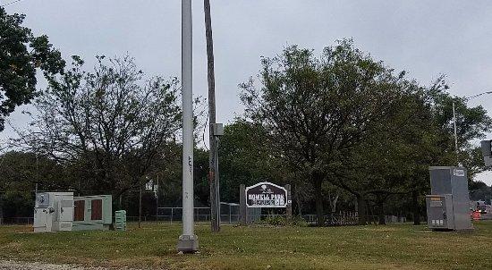 Joliet, IL: park entrance