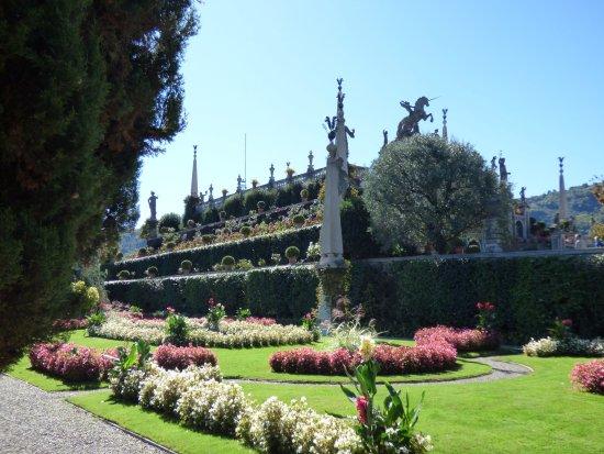 Il teatro, con i suoi giardini a terrazze - Picture of Palazzo ...