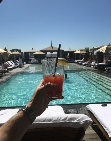 SLS Hotel, A Luxury Collection Hotel, Beverly Hills : Altitude rooftop pool at @SLS Beverly Hills