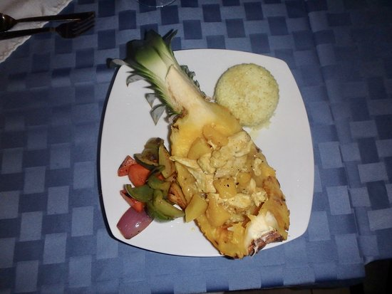Mariposa Jungle Lodge: Photo does not do this delicious chicken-pineapple meal justice!