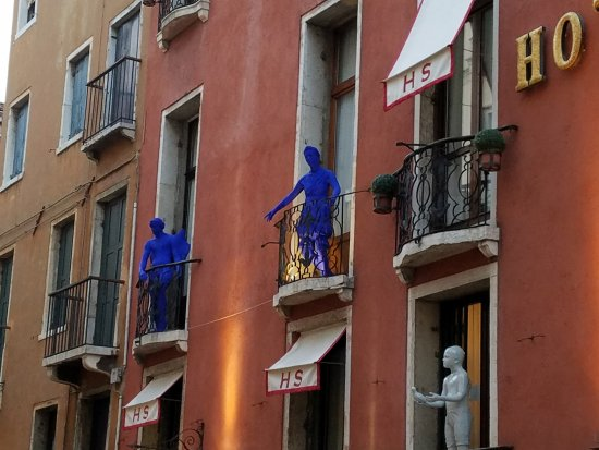 Hotel Saturnia & International: Look up! It's Blue People!!!!