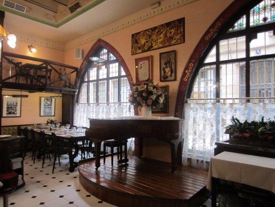 Restaurant Gats Barcelona : Café restaurant el quatre gats barcelona catalunya spain stock